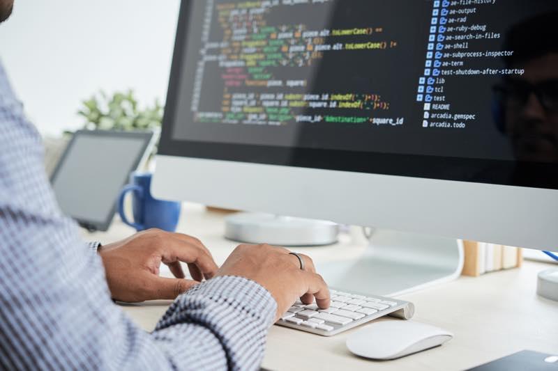 プログラミング初心者が最初に学ぶべきプログラミング言語5選