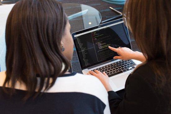 エンジニア10種類の仕事内容と平均年収とは?